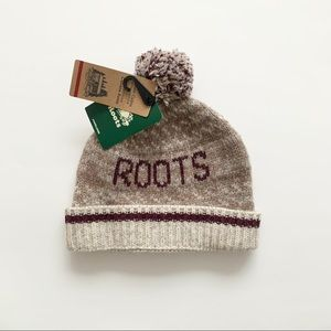 ROOTS | NWT POM POM BEANIE/TOUQUE WARM LAMBSWOOL